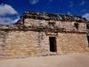 Na szczycie piramidy Nuhoch Mul (42 m) w mieście Majów w Coba; Meksyk