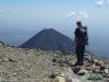 Na szczycie wulkanu Santa Ana (w tle wulkan Izalco); Salwador