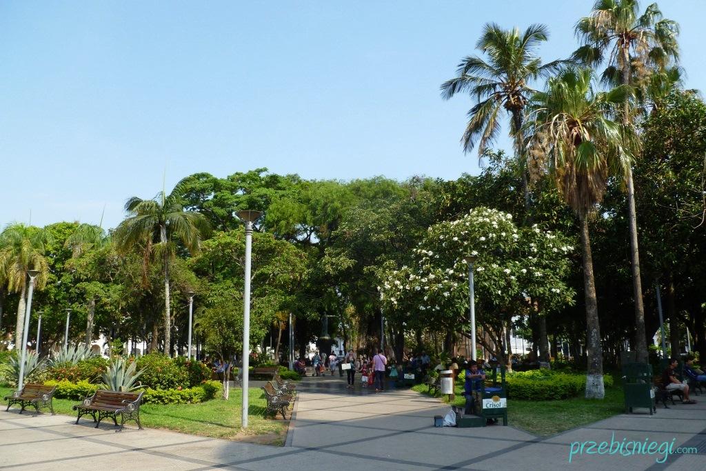 Plac 24 de Septiembre w centrum Santa Cruz de la Sierra; Boliwia