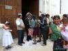Para Młoda przed kościołem w Tarabuco; Boliwia