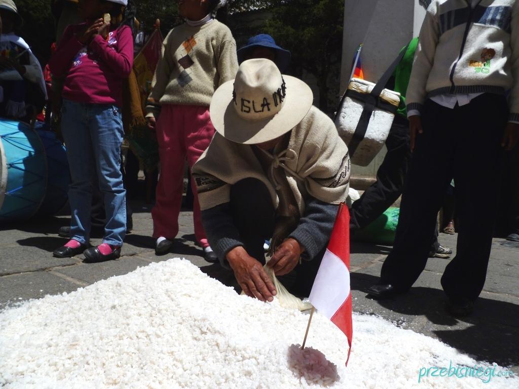 Indianie nad kopcem soli - w Potosí; Boliwia