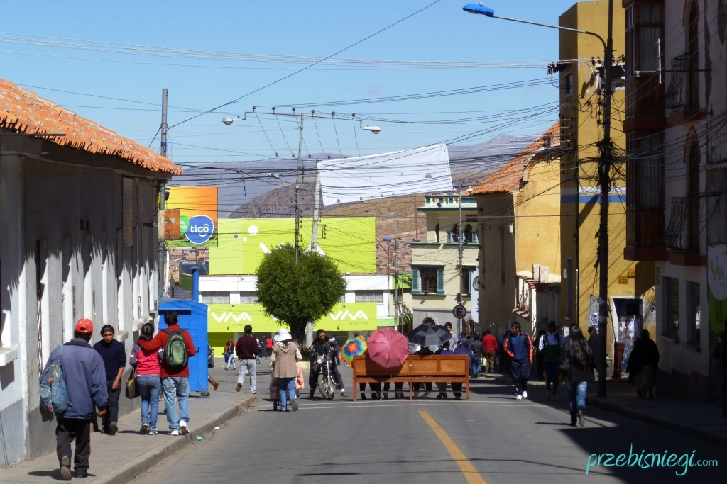 Uliczna blokada podczas jednego ze strajków w Potosí; Boliwia