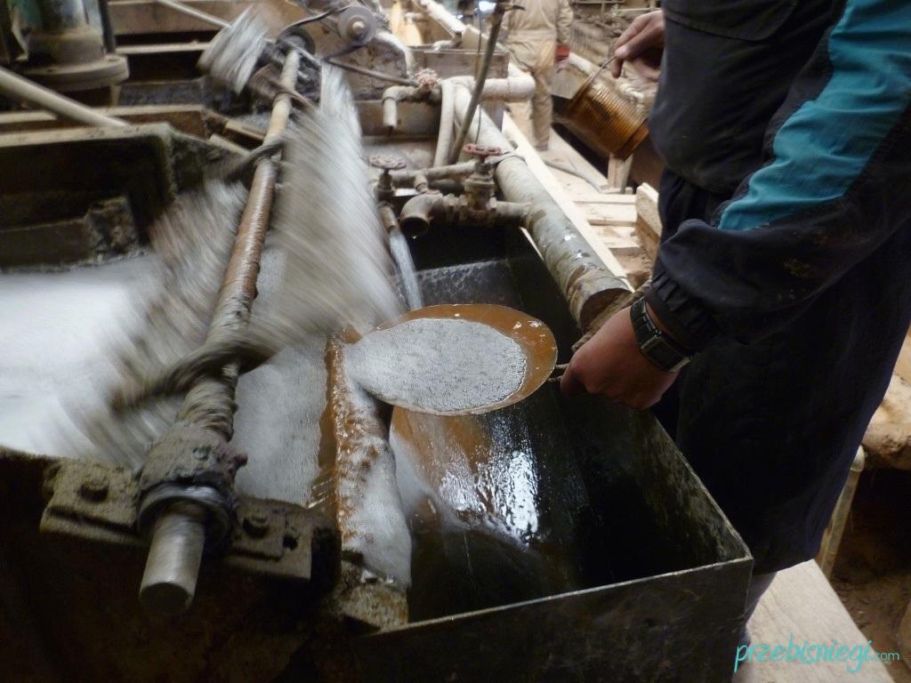 W przykopalnianym zakładzie, w którym przetwarza się wydobyte materiały – Potosí; Boliwia