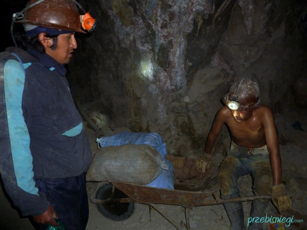 Młodociany górnik w kopalni srebra w Cerro Rico – Potosí; Boliwia
