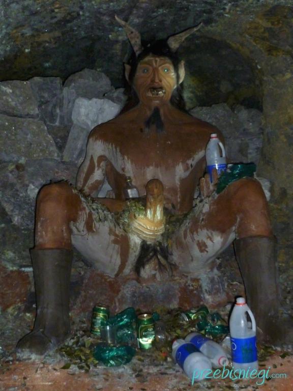 El Tio (diabeł, czczony przez boliwijskich górników jako władca podziemi), w kopalni srebra w Cerro Rico – Potosí; Boliwia