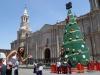 Świąteczna choinka na Plaza de Armas w Arequipie; Peru