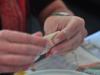 Przygotowując chińskie pierożki (w Pillows Backpackers Lodge) - Orewa; Nowa Zelandia