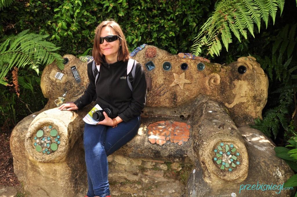 Ławka z odpadów w Hamilton Gardens - Hamilton; Nowa Zelandia