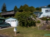 Nasz samochód (Toyota Estima) pod domem Chris i Warwicka - Omokoroa; Nowa Zelandia