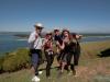 Warwick, Ewelina i dwójka Hiszpanów z couchsurfing - w drodze na górę Mt. Maunganui; Nowa Zelandia
